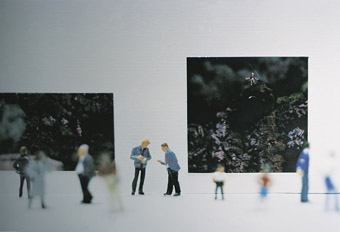 Rebecca Ewer, The Gallery #2, 2001, c-type photograph