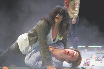 Pamela Rabe  (the soon-to-be Richard III in Henry VI), Luke Mullins, The War of the Roses, Sydney Theatre Company