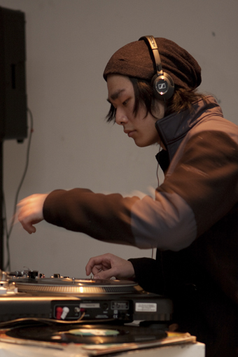 Jordan Dorjee performing at Refraction June 29, 2010 (co-curated with New Weird Australia)