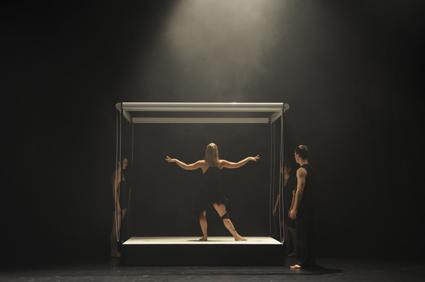 Lisa Griffiths (centre), The Curiosities