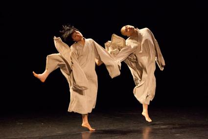 Tao Dance Theatre, Weight x3 / 2 Part 1
