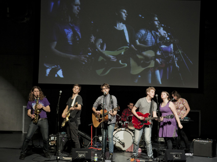 Applelspiel Make a Band and Take on the Recording Industry