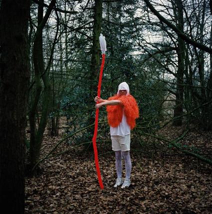 Christian Thompson, Flowering Spear – Donkere jongen die speer rechtop houdt from the Lost Together series, 2009