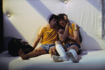 Dan Wyllie, Sam Leis, Bed