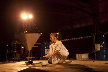 Rebecca Lloyd-Jones performing Erik Griswold's Spill