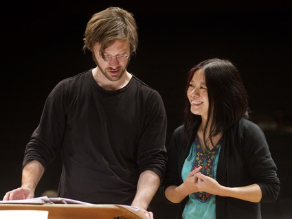 André de Ridder (conductor) and Liza Lim (composer), Tongue of the Invisible rehearsal
