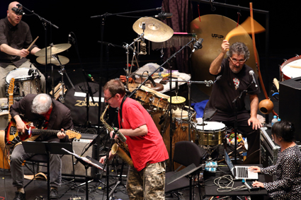 Joey Baron (drums), Marc Ribot (guitar), John Zorn (saxophone), Cyro Baptista (percussion), Ikue Mori (electronics), Zorn In Oz, Masada Marathon