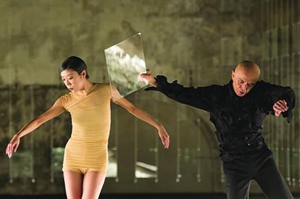 Rihoko Sato, Saburo Teshigawara, Broken Lights performance