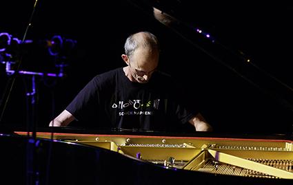 Erik Griswold performs Wallpaper Music