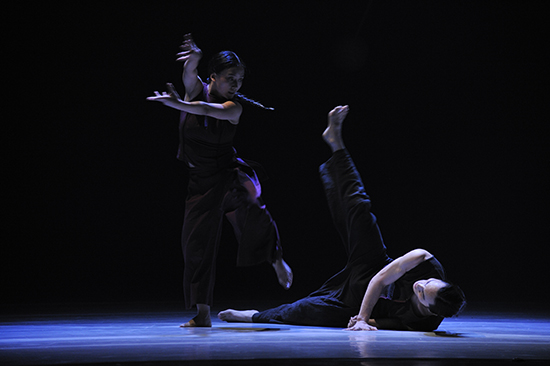 Liu Qing Yu & He Min, Point One (Excerpt), Guangdong Modern Dance Company (China), SUPERCELL