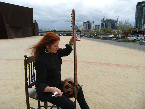 Ros Bandt plays tarhu, Southbank